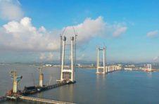 湾区明月耀高塔,深中通道中山大桥东主塔完成封顶